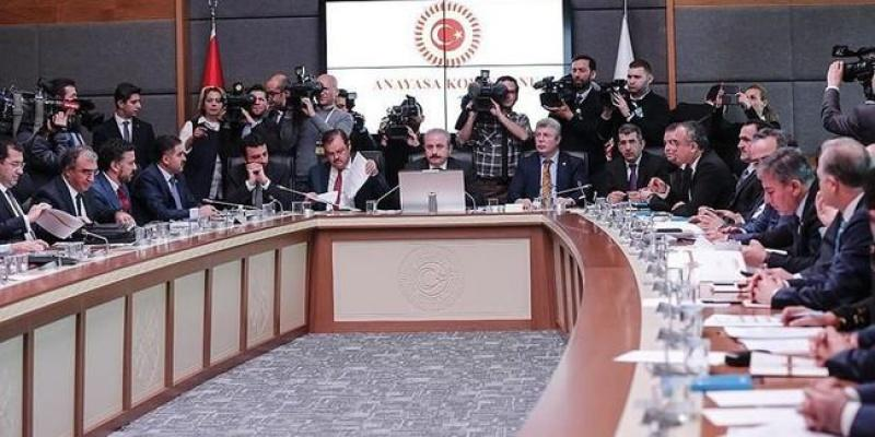 Uyum yasaları Anayasa Komisyonu'nda kabul edildi.