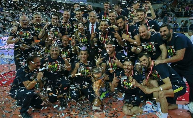 Voleybol Efeler Ligi'nde Fenerbahçe şampiyon oldu