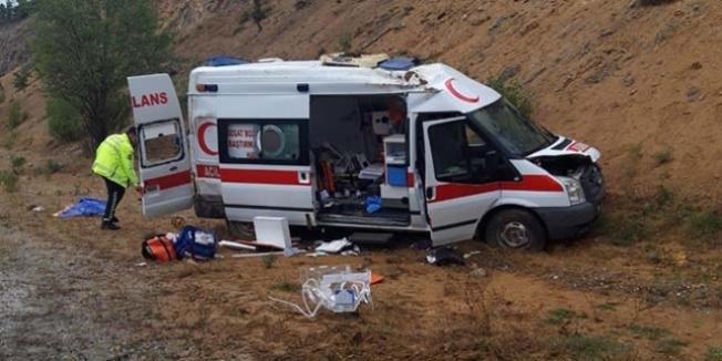 Yozgat'ta ambulans devrildi: 1'i bebek 5 yaralı