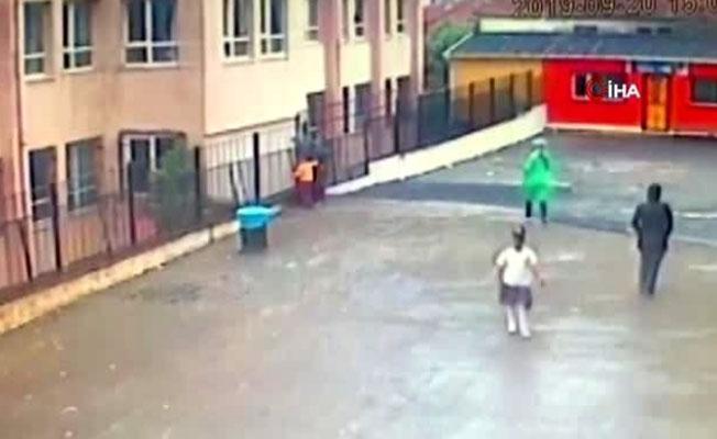 Ortaokul öğrencisi sınıfın camından aşağı düştü