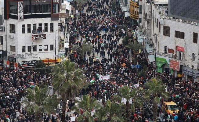 Trump'ın sözde barış planı Ramallah'ta protesto edildi